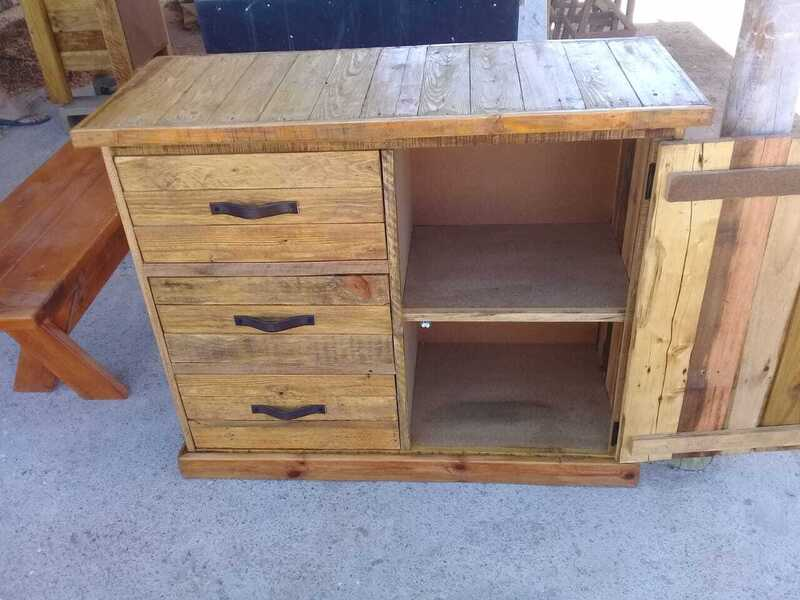 light stained 3 drawer chest
