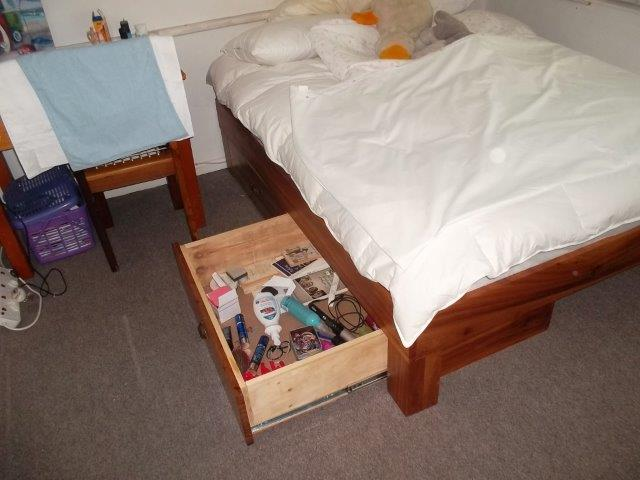 Dubble bed with storage